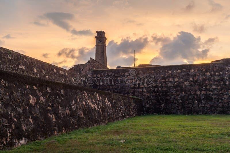 Galle fort, sikt av klockatornet på solnedgången Sri Lanka royaltyfri fotografi