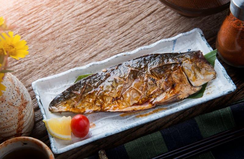 Galler för Saba makrillfisk med teriyakisås royaltyfri fotografi