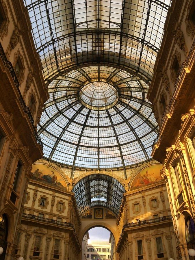 galleria ΙΙ του Emanuele vittorio Μιλάνο, Ιταλία στοκ φωτογραφία