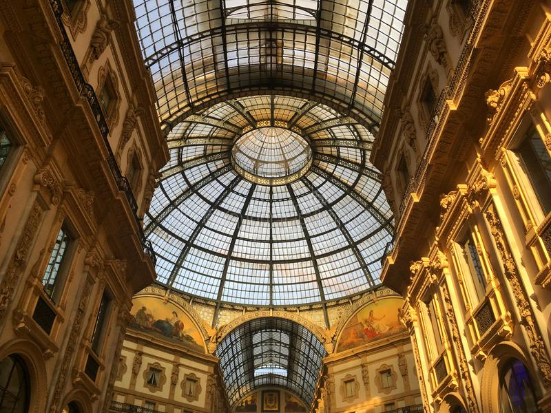 galleria ΙΙ του Emanuele vittorio Μιλάνο, Ιταλία στοκ φωτογραφίες