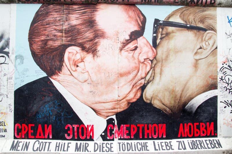 Galleria del lato est - arte e graffiti della via a Berlino, Germania immagini stock libere da diritti