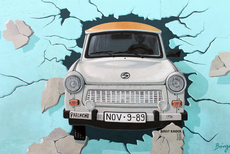 Galleria del lato est, muro di Berlino. Automobile Trabant. illustrazione vettoriale