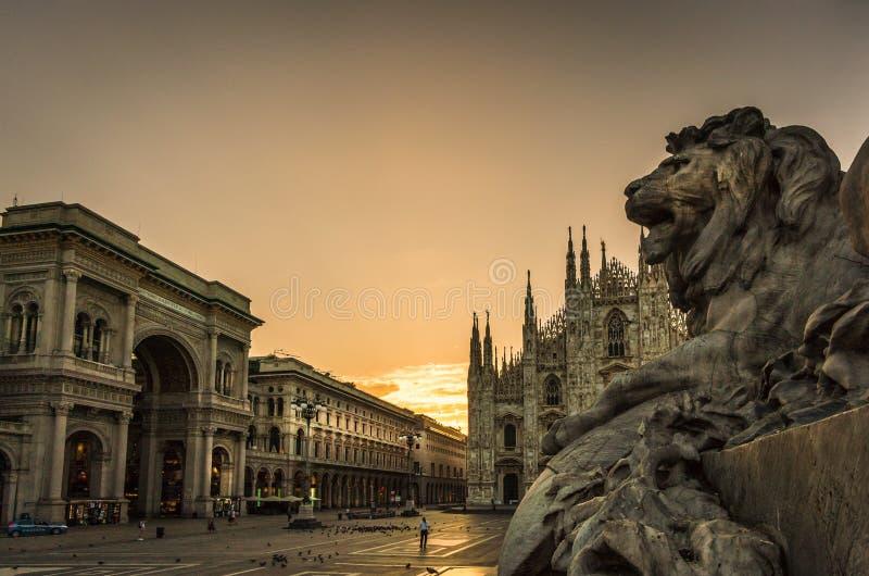 Galleria för domkyrka för Milano piazzaduomo royaltyfri fotografi