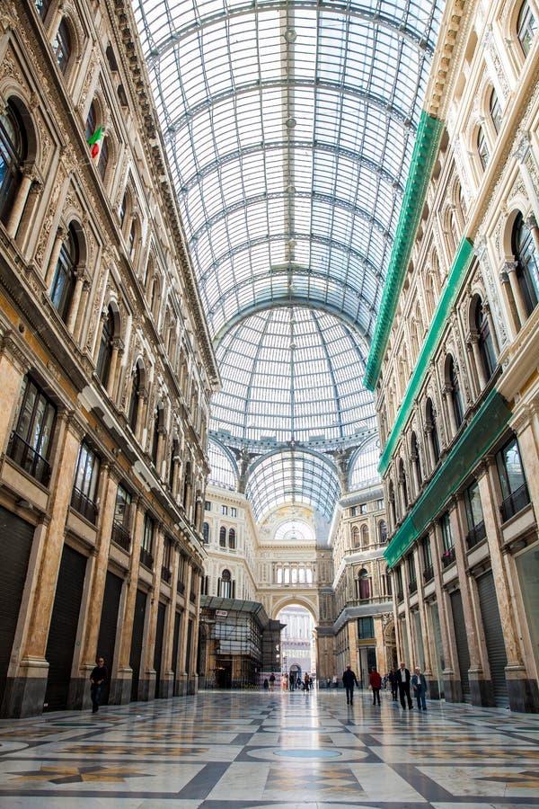 Galleria Umberto я общественная ходя по магазинам галерея в Неаполь стоковое изображение