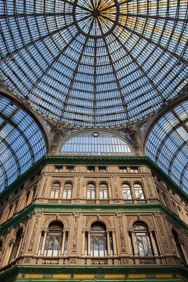 Galleria Umberto I een openbare het winkelen galerij in Napels stock foto's