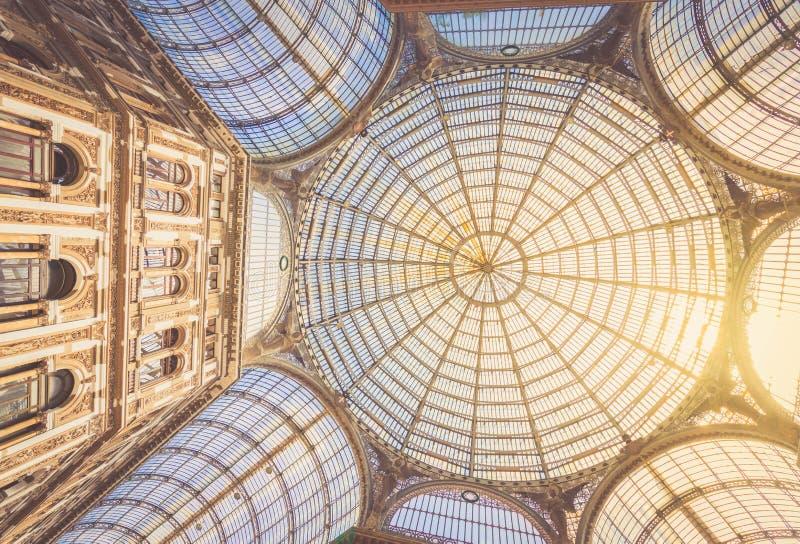Galleria Umberto I, galería pública de las compras en Nápoles imagen de archivo