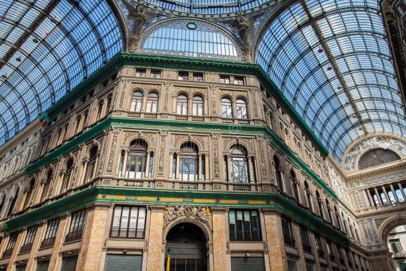 Galleria Umberto yo una galería que hace compras pública en Nápoles foto de archivo