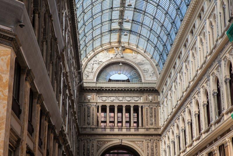 Galleria Umberto yo una galería que hace compras pública en Nápoles fotografía de archivo