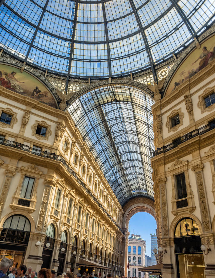 Galleria Vittorio Emanuele ΙΙ λεωφόρος τέχνης αγορών στο Μιλάνο στοκ φωτογραφίες