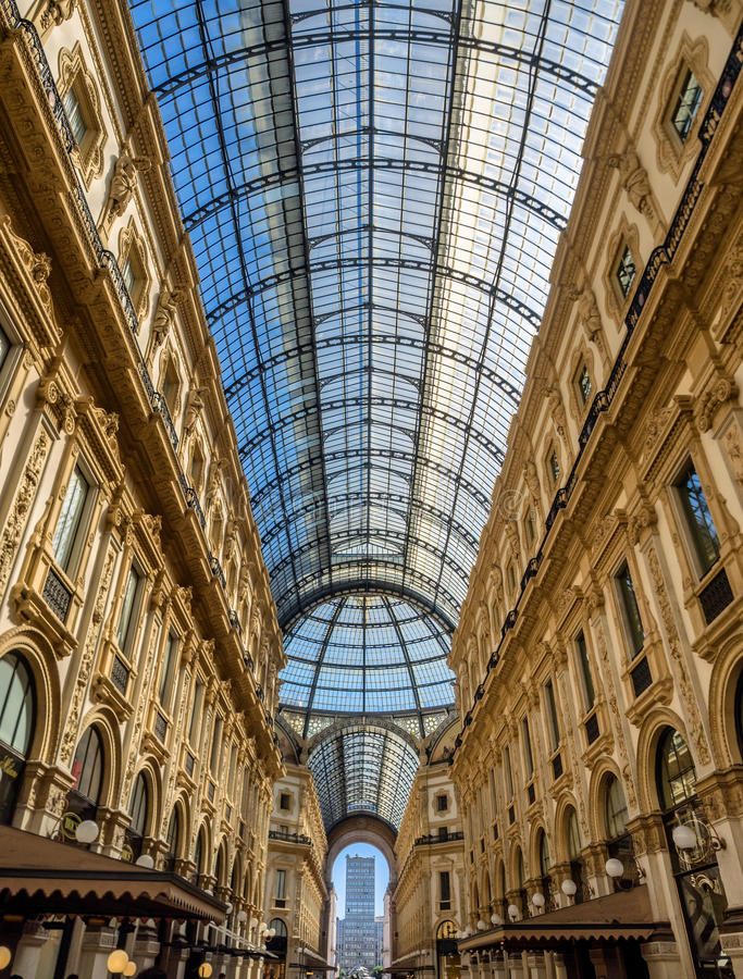 Galleria Vittorio Emanuele ΙΙ λεωφόρος τέχνης αγορών στο Μιλάνο στοκ φωτογραφία
