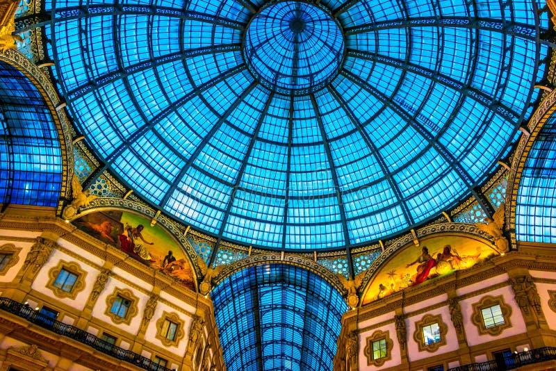 Galleria Vittorio Emanuele ΙΙ στο κέντρο του Μιλάνου, Ιταλία στοκ εικόνα με δικαίωμα ελεύθερης χρήσης