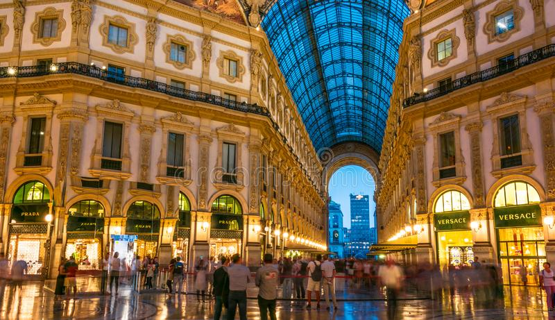 Galleria Vittorio Emanuele ΙΙ στο κέντρο του Μιλάνου, Ιταλία στοκ εικόνες