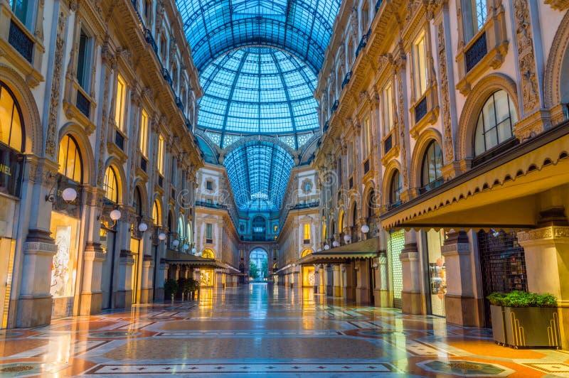 Galleria Vittorio Emanuele ΙΙ τη νύχτα στοκ εικόνα
