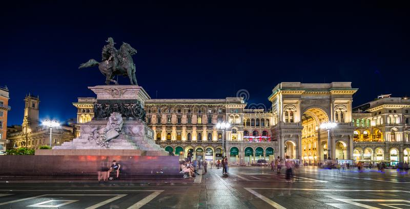 Galleria Vittorio Emanuele ΙΙ Piazza del Duomo τη νύχτα, Μιλάνο, Lombardia, Ιταλία στοκ εικόνες με δικαίωμα ελεύθερης χρήσης