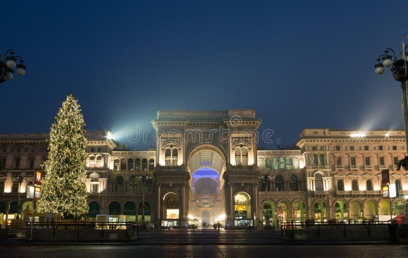 Galleria Vittorio Emanuele με το χριστουγεννιάτικο δέντρο στοκ εικόνα με δικαίωμα ελεύθερης χρήσης