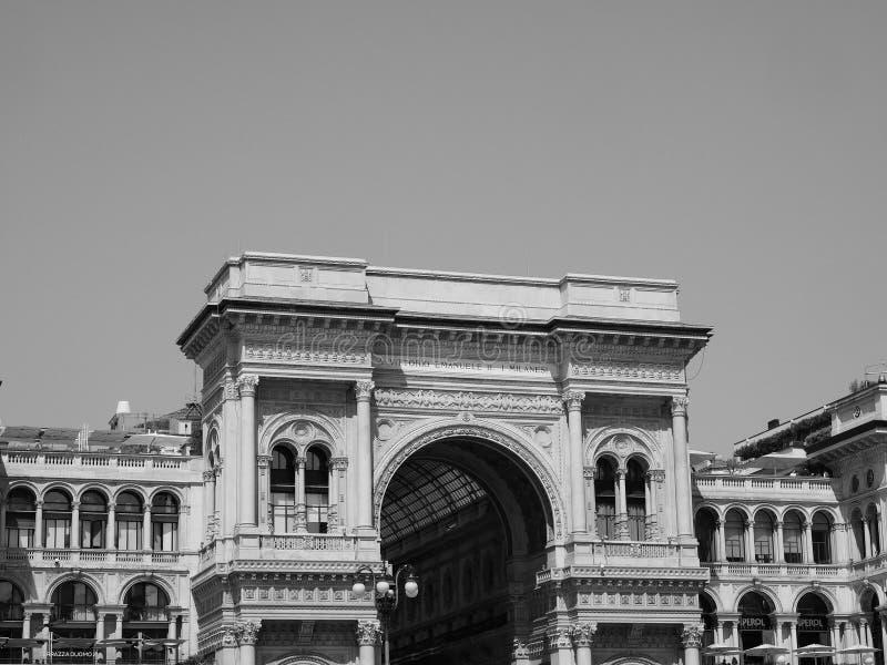 Galleria Vittorio Emanuele II arcade in zwart-wit Milaan, stock fotografie
