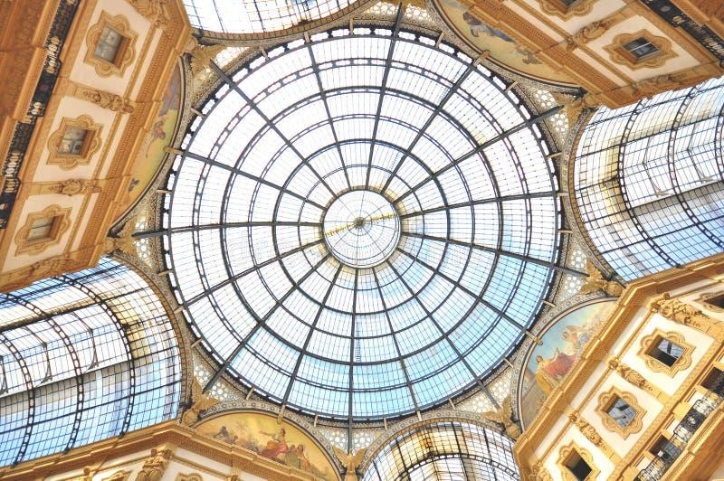 Galleria Vittorio Emanuele II em Milão imagens de stock