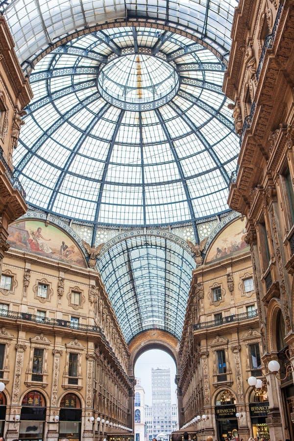 Galleria Vittorio Emanuele II i Milano arkivbilder