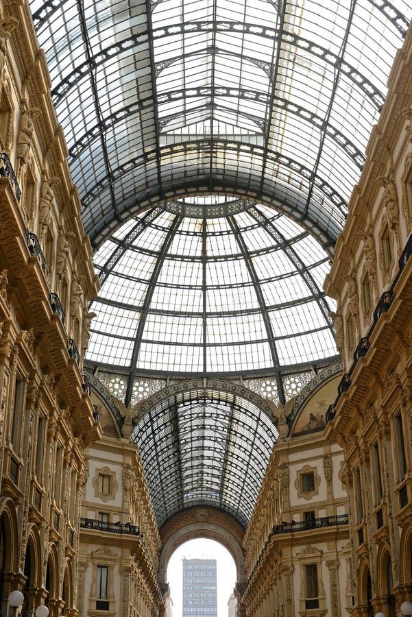 Galleria Vittorio Emanuele II Milano - tejado de cristal foto de archivo libre de regalías