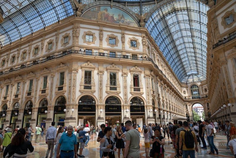 Πανοραμική άποψη του εσωτερικού Galleria Vittorio Emanuele ΙΙ στοκ εικόνες