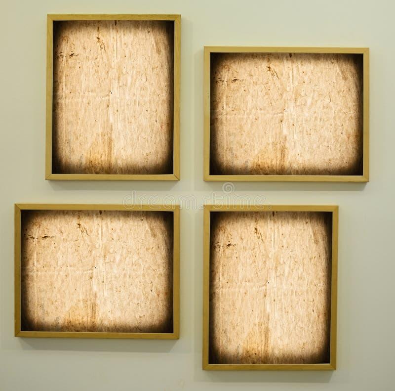 Gallerirum med tomma ramar arkivfoto