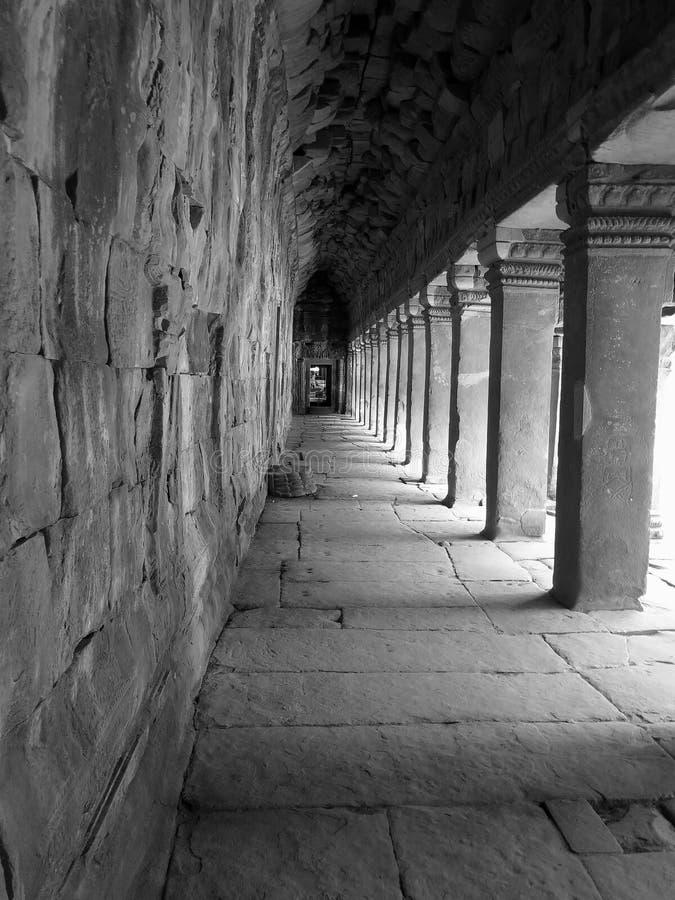 Gallerit av kolonner i Angkor Wat arkivbild