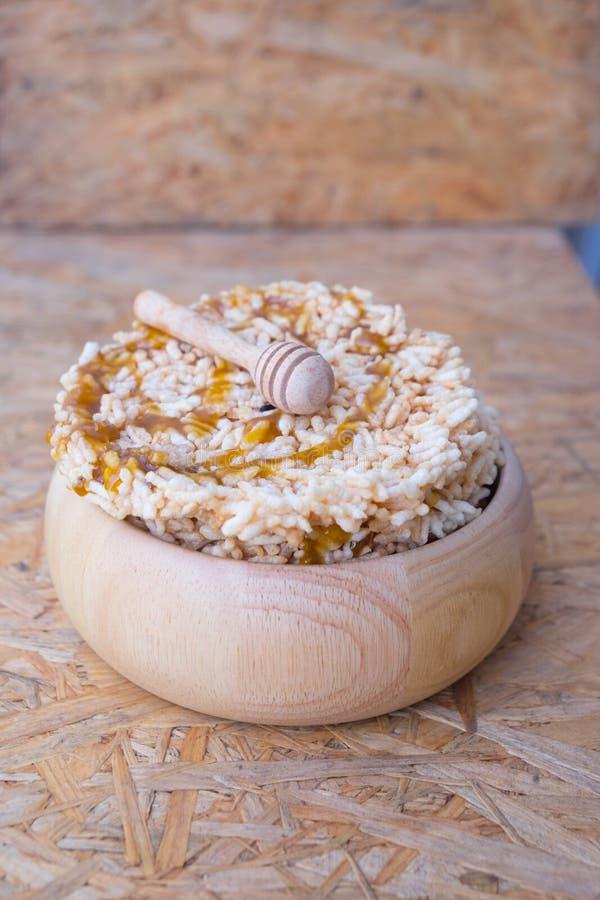 Galleta curruscante dulce tailandesa del arroz con Cane Sugar fotografía de archivo libre de regalías
