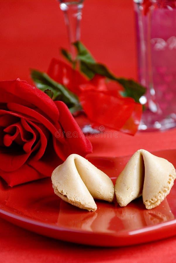 Galleta de fortuna de la tarjeta del día de San Valentín fotografía de archivo