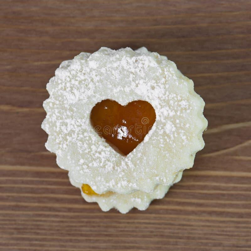 Galleta de Linzer con el corazón imagen de archivo