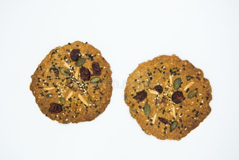 Galleta hecha con el grano, pasa, almendra, semilla de calabaza, anacardo, arándano, nuez, semilla de girasol, Chia Seed, semilla foto de archivo