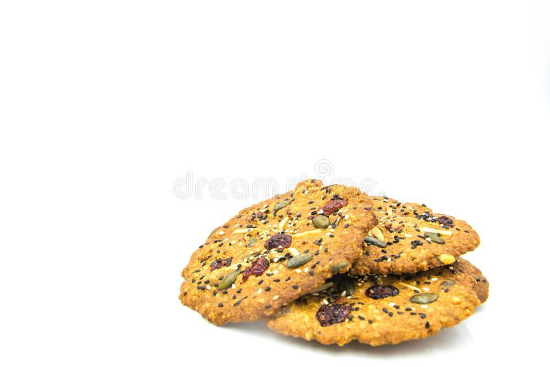 Galleta hecha con el grano, pasa, almendra, semilla de calabaza, anacardo, arándano, nuez, semilla de girasol, Chia Seed, semilla fotografía de archivo