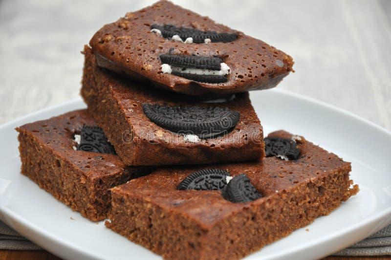 _galleta y poner crema brownie imágenes de archivo libres de regalías