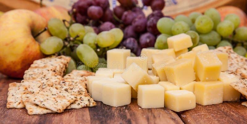 Galleta y queso fotografía de archivo libre de regalías