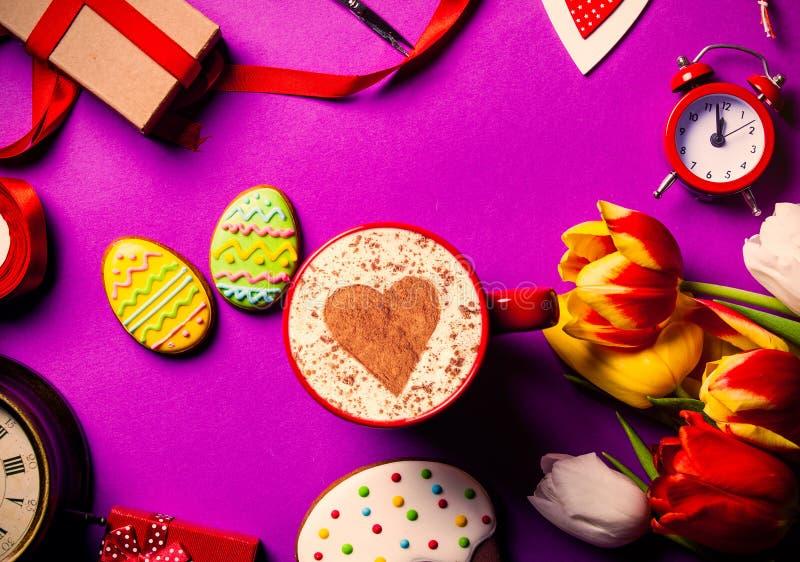 Galleta y regalos de Pascua imágenes de archivo libres de regalías