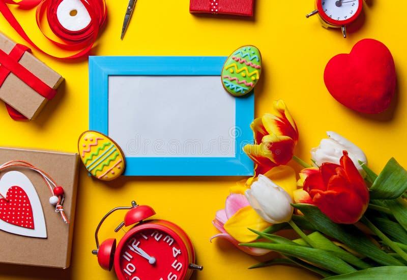 Galleta y regalos de Pascua imagen de archivo libre de regalías
