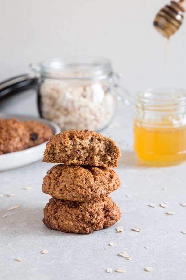 Galletas caseras con miel Concepto de refrigerio de comida saludable fotos de archivo