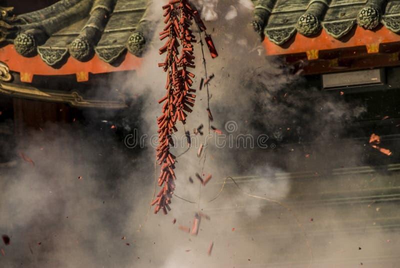 Galletas chinas del fuego del Año Nuevo imagenes de archivo