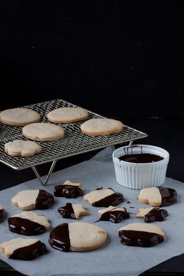Galletas con el chocolate derretido, 'fondue' de chocolate imagen de archivo libre de regalías
