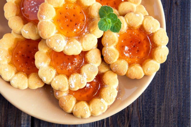 Galletas con la jalea de fruta foto de archivo libre de regalías