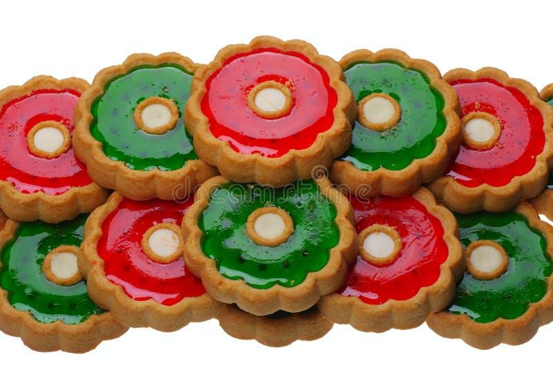 Galletas con la jalea roja y verde, aislada imagen de archivo
