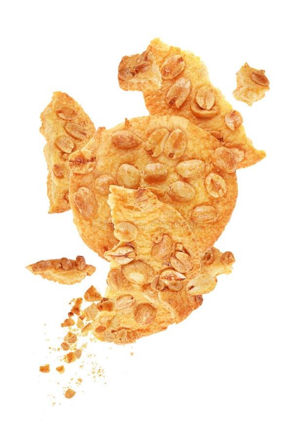 galletas con los cacahuetes aislados fotos de archivo
