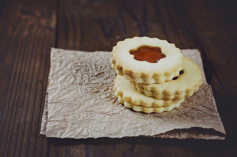 Galletas de azúcar de la mantequilla formadas como las flores foto de archivo