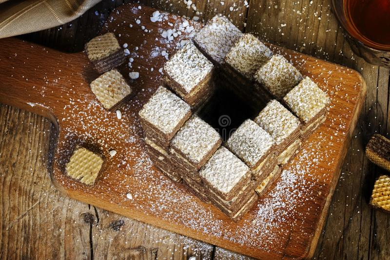 Galletas de la galleta construidas a las escaleras imposibles de un penrose, que alwa fotografía de archivo