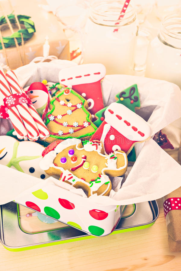 Download Galletas de la Navidad foto de archivo. Imagen de regalos - 64200714