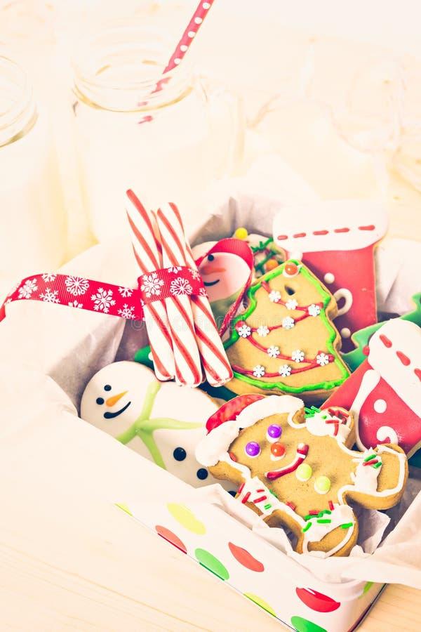 Download Galletas de la Navidad foto de archivo. Imagen de regalos - 64200716