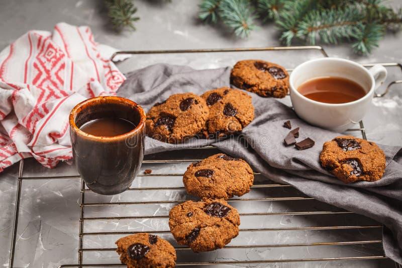 Galletas de la Navidad con el chocolate y el cacao La Navidad foto de archivo