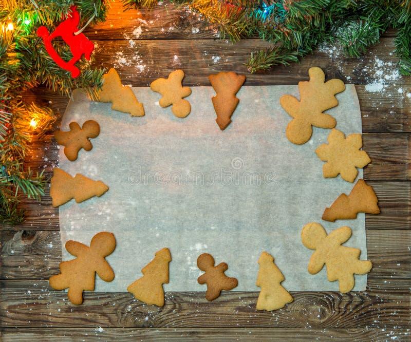 Galletas de la Navidad en la tabla de madera foto de archivo
