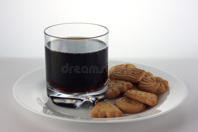 Galletas de la Navidad y soda de Brown imagen de archivo