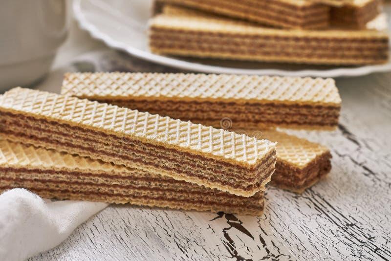 Galletas de la oblea con crema del chocolate foto de archivo libre de regalías