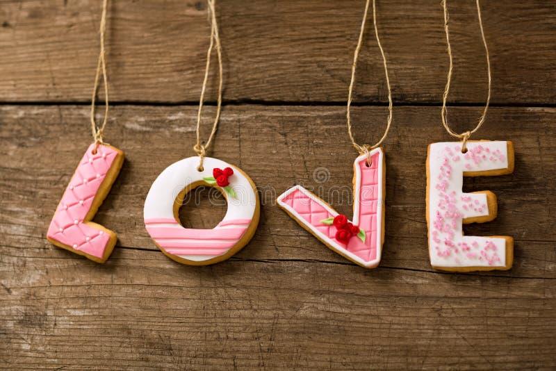 Galletas del amor en cuerda imágenes de archivo libres de regalías
